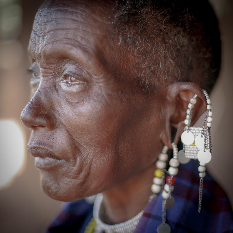 Massai Frau  (GH)  091130728